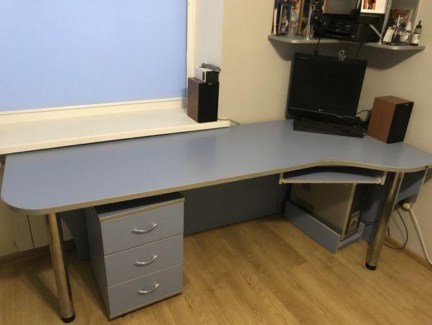 Письмовий стіл разом з тумбочкою