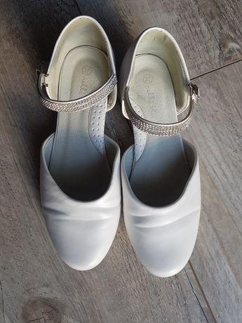 Białe buty komunijne na obcasie 37