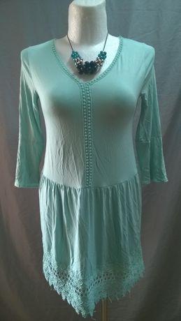 Sukienka z szerokim haftem, 42-44