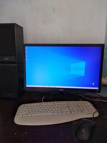 Продам компьютер + монитор, клавиатура, мышь, колонки.