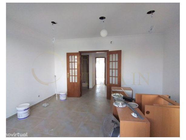 Apartamento T3 na Costa da Caparica, renovado