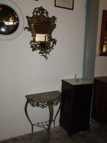 Conjunto de consola e espelho em latão trabalhado,