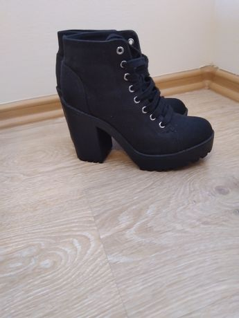 Buty damskie na słupku H&M