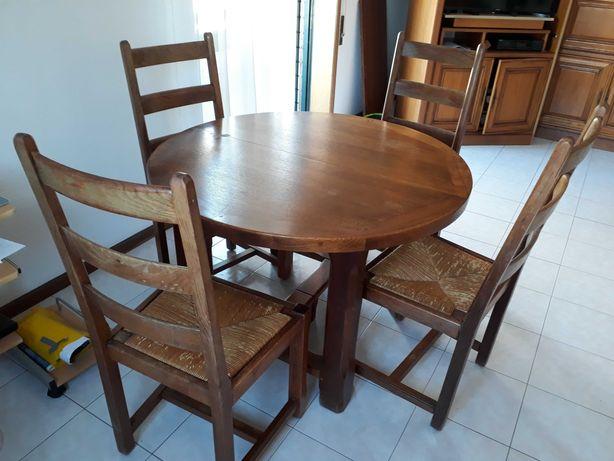 Mesa com 6 cadeiras e aparador em carvalho