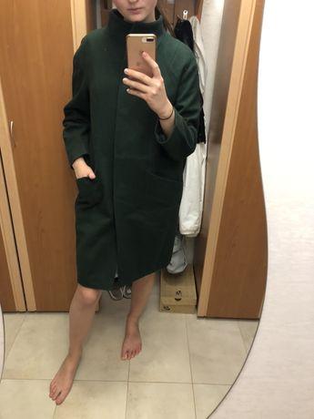 Пальто осіннє темно-зеленого кольору в ідеальному стані 38-40 розміру