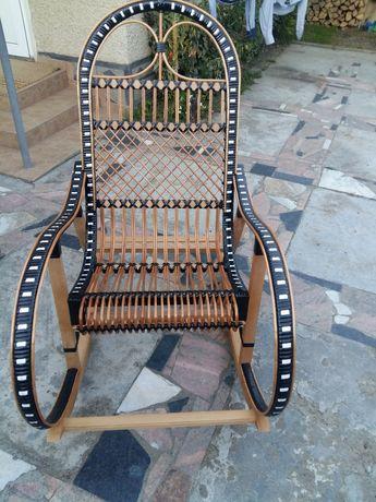 Кресло качалка з лози та ротангу