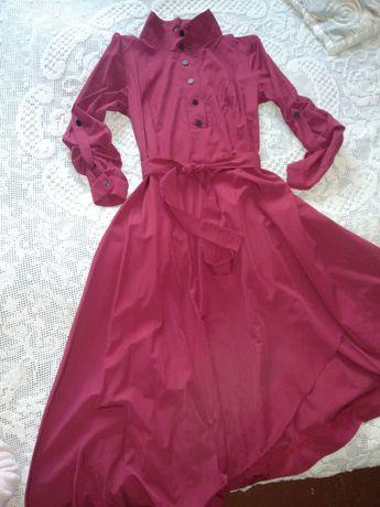 Красивое платье размер М