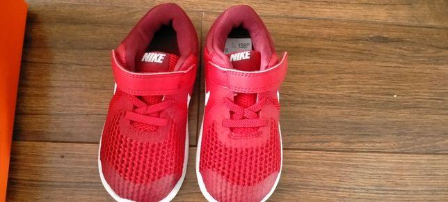 Nike Revolution4 r.25
