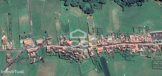 Moradia de 4 Quartos; Quintal; Jardim; Garagem; Terreno de 1.634 m2; V