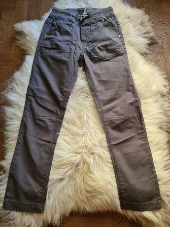 Nowe  chłopięce spodnie materiałowe