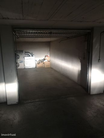 Vende se Garagem Quinta das Violetas