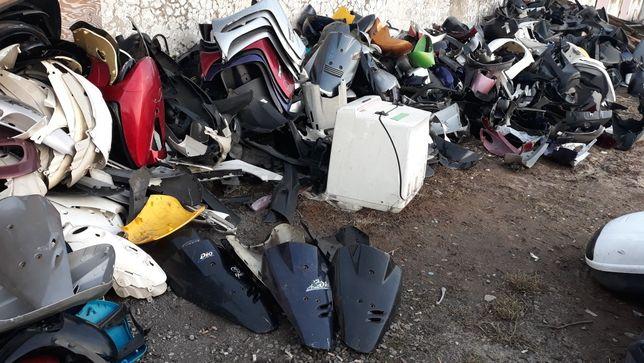 Пластик, пластiк на скутер, мопед, клюв, бок, фара,стоп,поворот,голова