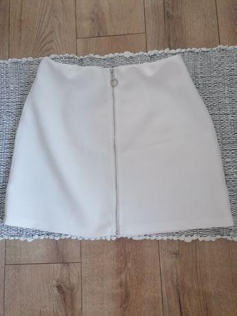 Biała spódniczka