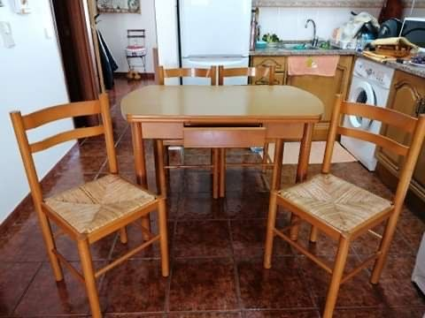Mesa (Extensível) e 4 Cadeiras em Faia