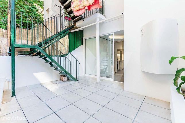 Apartamento T1+1 com Logradouro em Sete Rios