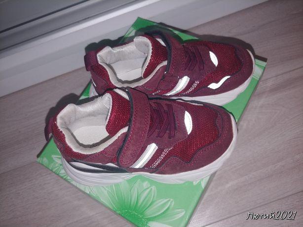 Дитячі кросівки..