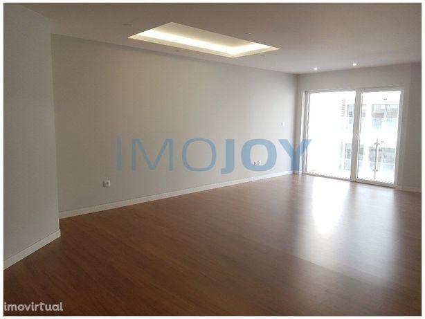 Apartamento T3 Novo na Parede