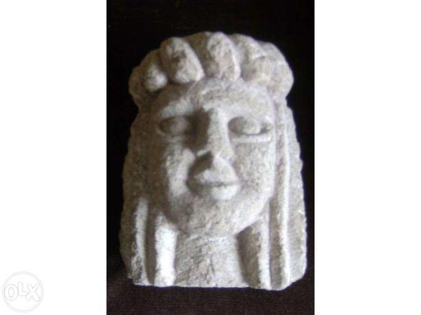 Escultura em pedra Quintino Neto