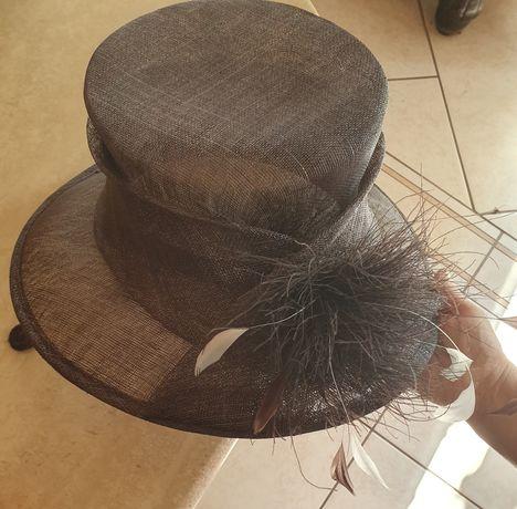 Angielski elegancki kapelusz na specjalną okazję