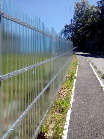 Забор, ограждение из прозрачного шифера