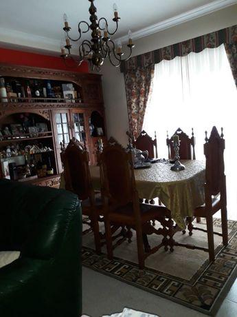 Mesa com cadeiras, sala de jantar