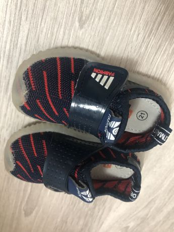Продам детские сетчатые кросовки на липучке 21 размер