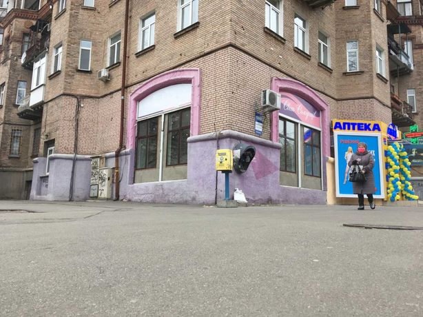 Без % Деревлянская 12, Лукьяновка, фасад 114м2, 1этаж, витрины