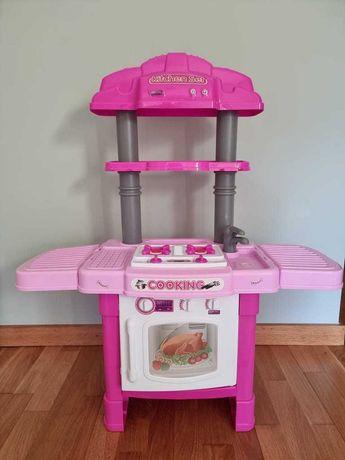Cozinha de criança cor de rosa