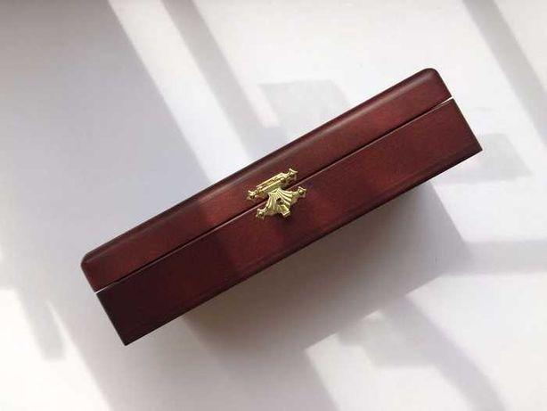 Новый деревянный футляр коробка шкатулка для двух монет с застежкой