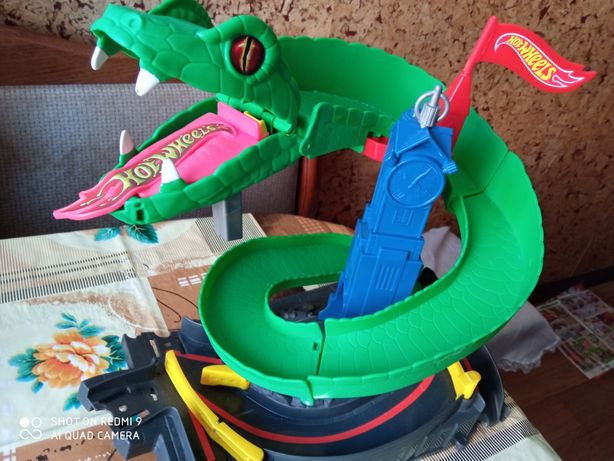 Трек hot wheels Mattel атака кобри змія