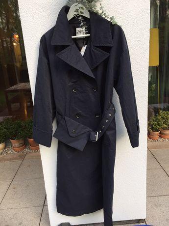 Płaszcz od ZARY,  navy kolor,  odporny na wodę i wiatr.