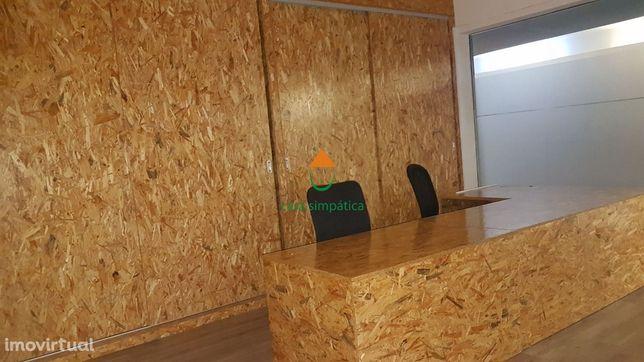 Loja mobilada para escritório c/ parque privativo