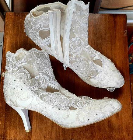 Свадебные туфли , белые