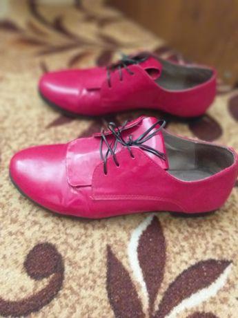 Продам туфельки лаковые