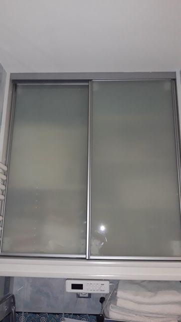 Skrzydła szafy przesuwanej mleczne szkło