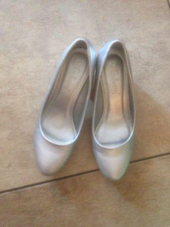 Туфли блестящие на каблуке