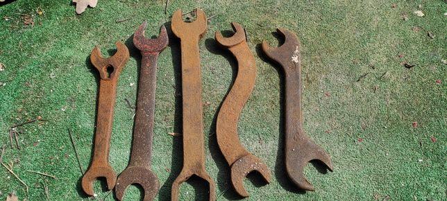 Stare zabytkowe kolekcjonerskie klucze płaskie prl antyk