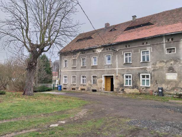Stary dom wraz z zabudowaniami gospodarczymi. Cena do negocjacji.