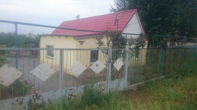 Дом и с участоком земли в Коммунаровском р-не