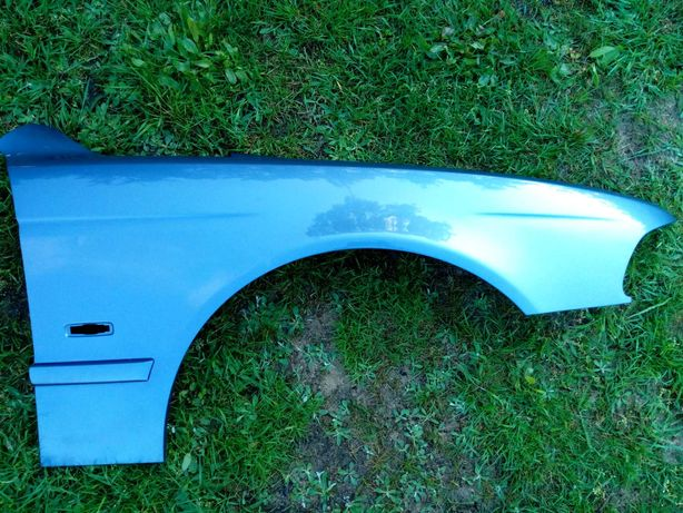 BMW E39 Seria 5 błotnik prawy przód kolor STAHBLAU MET. oryginał