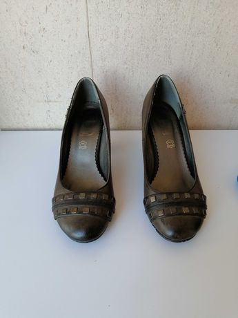 Sapatos tamanho 37