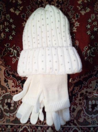 Продам женскую вязаную шапку и перчатки