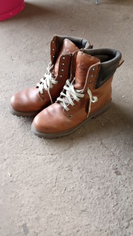 Skórzane buty za kostkę.