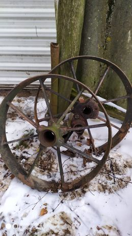Stare koło metalowe