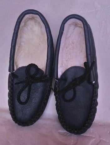 Тапочки р.35 новые черные кожаные утепленные внутри мехом
