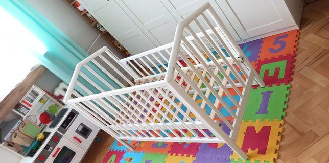 Łóżeczko dziecięce COSATTO białe z regulacją wys. materaca i barierek
