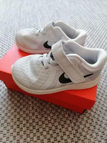 Buty Nike dziecięce r. 22