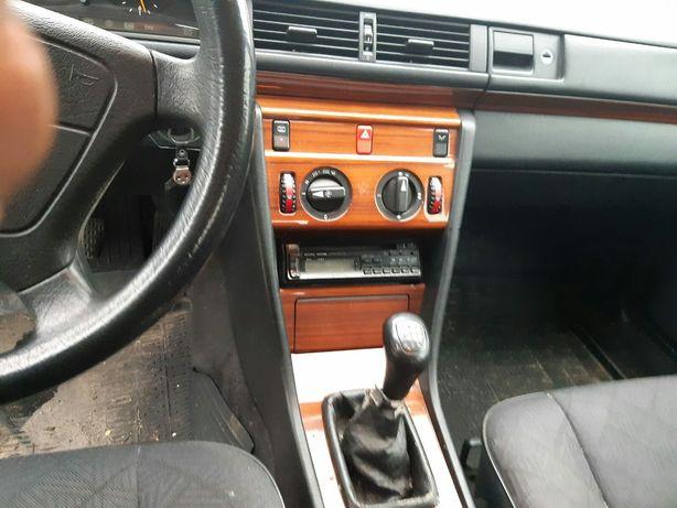 Mercedes 124 diesel 2.5 czarny 337tyś. Km