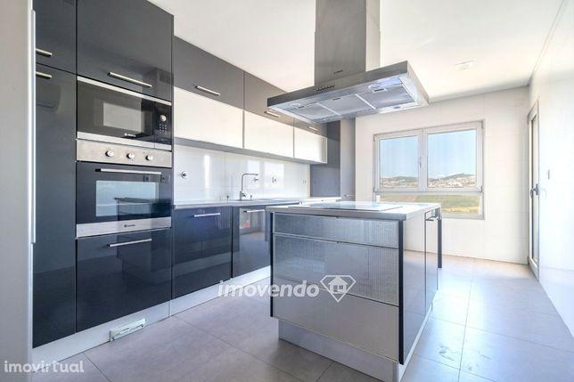 Apartamento T4, com duas garagens, nas Colinas do Cruzeiro