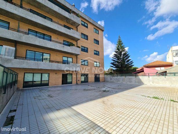 T2+1 c/ enorme Terraço e Garagem em Santa Marinha (Candal)